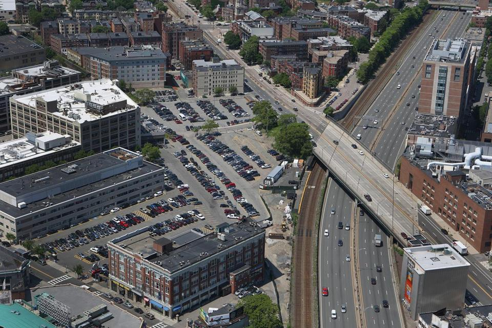 The Fenway Center project, which would include 550 residences, retail stores, offices, and parking using some air space over the Massachusetts Turnpike, is in jeopardy because the developer cannot finalize a lease with the state transportation department.