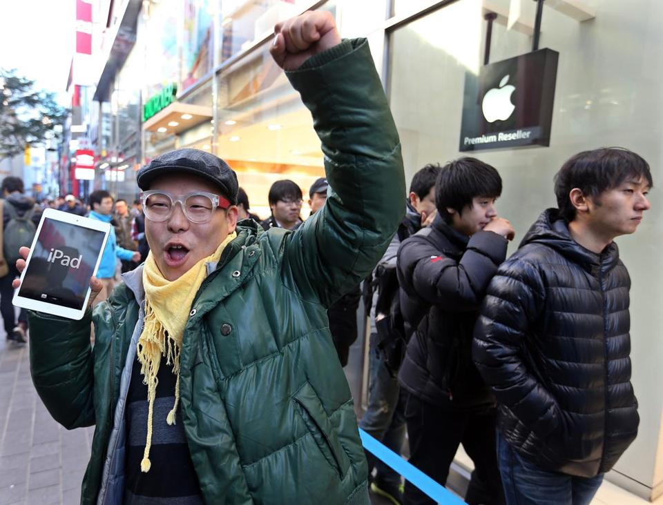 A shopper in Seoul was pleased with his iPad mini.