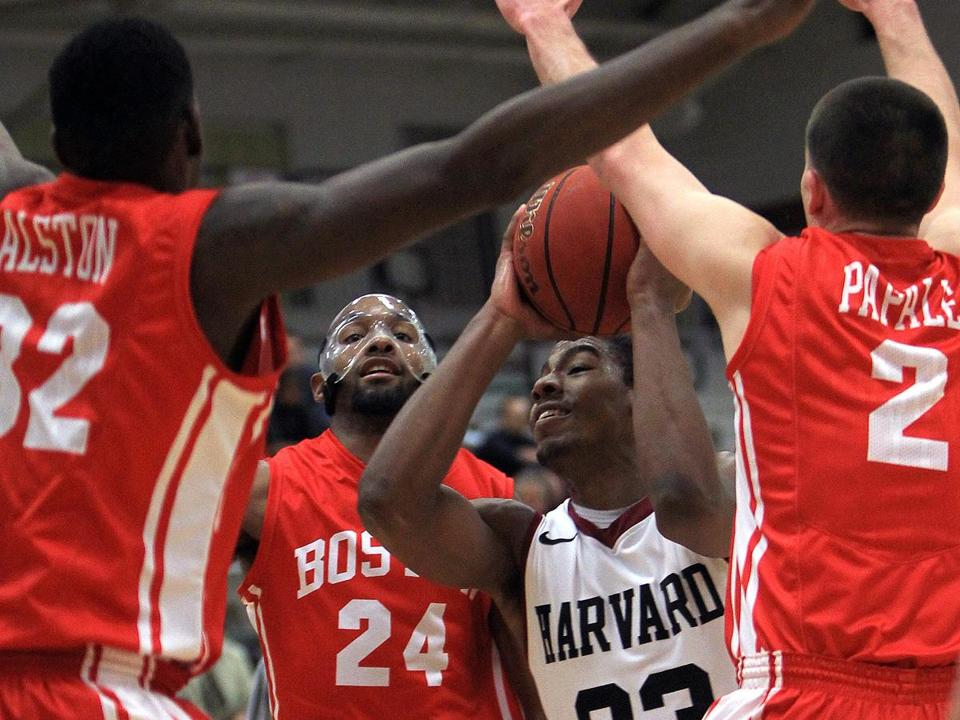 Wesley Saunders (16 points, 4 rebounds) splits the Boston University defense en route to a first-half layup in Harvard's 65-64 victory at Lavietes Pavilion.