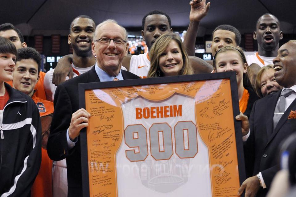 Syracuse coach Jim Boeheim, joined by his wife, Julie, was presented with a jersey for his 900th career win.