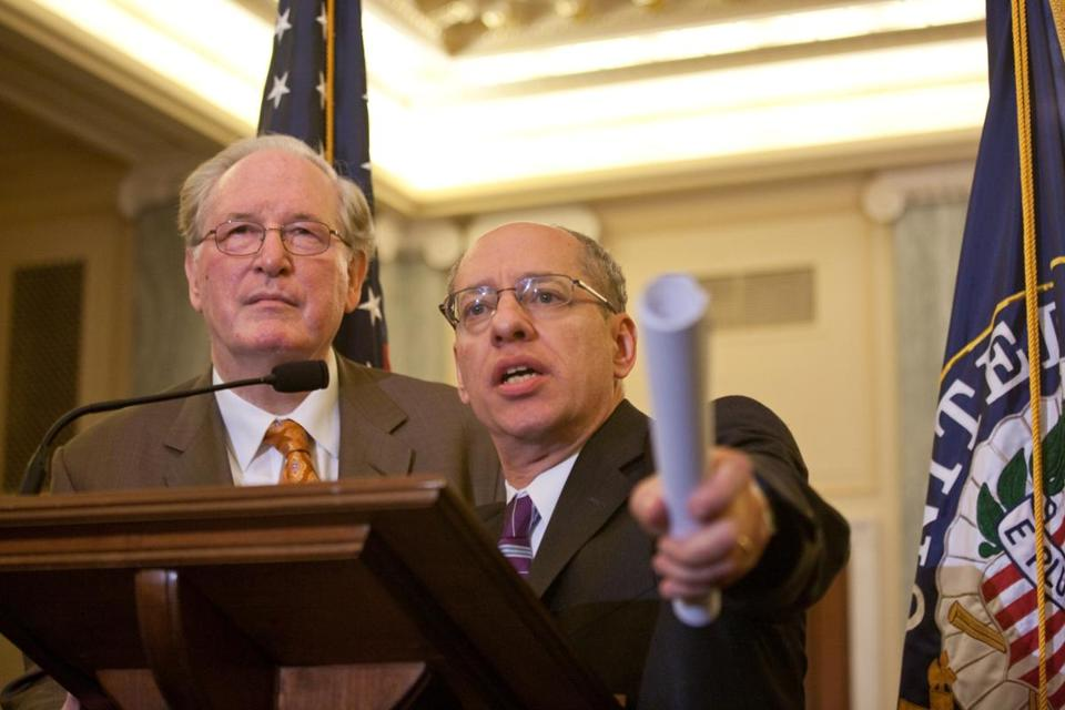 Senator John Rockefeller (left) and Federal Trade Commission chairman Jon Leibowitz during a news conference on Capitol Hill to announce the updated privacy regulations.