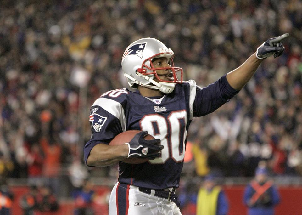 Troy Brown saluted fans after scoring the Patriots' first touchdown.