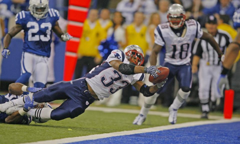 Kevin Faulk lunged forward to put the ball over the goal line to score the winning touchdown for the Patriots.