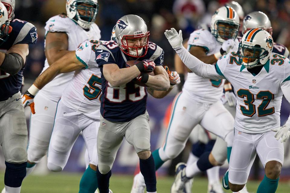 Wes Welker helped put the wraps on a 28-0 win over the Dolphins by making eight catches for 94 yards and a TD.