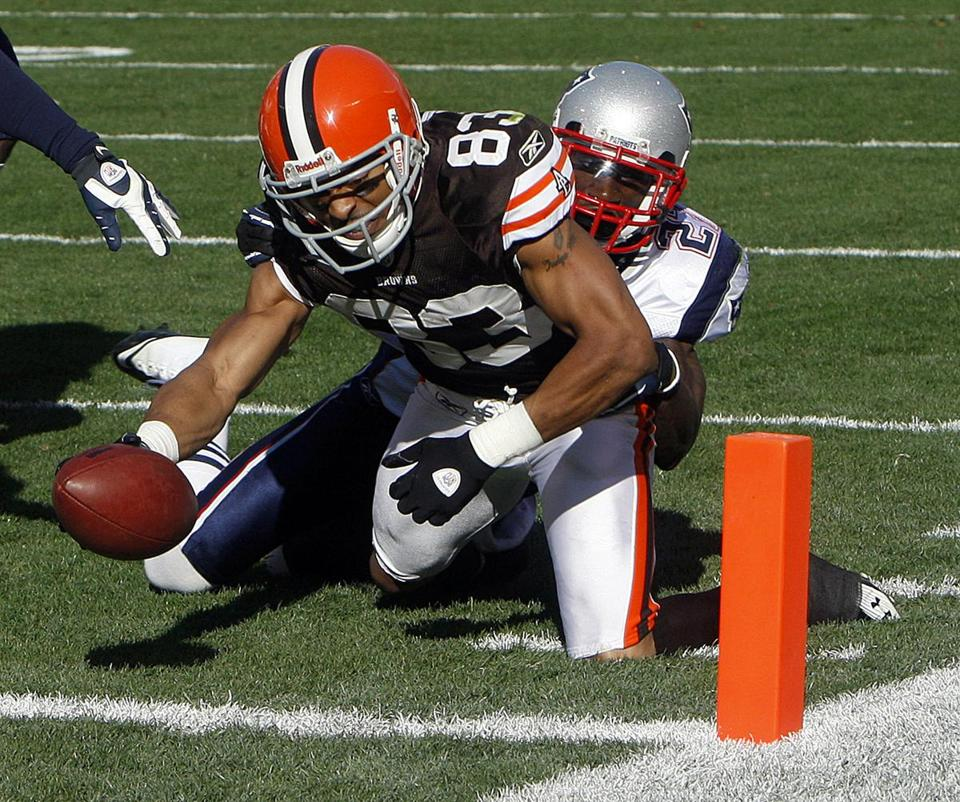 Kyle Arrington was unable to keep the Browns' Chansi Stuckey out of the end zone.