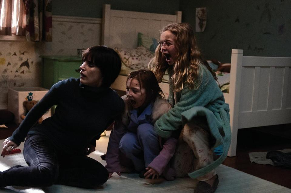 "From left: Jessica Chastain, Isabelle Nelisse, and Megan Charpentier in ""Mama."""