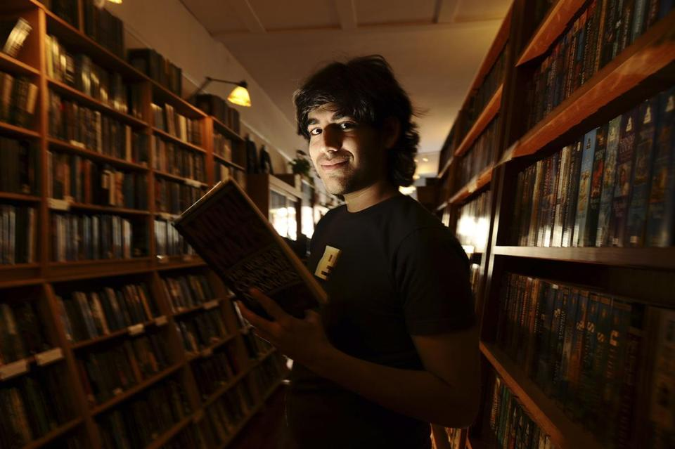 Aaron Swartz posed in a San Francisco book store in 2008.