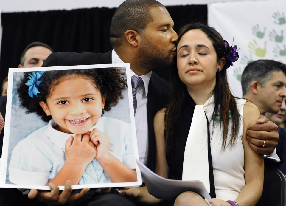 Jimmy Greene kissed his wife, Nelba Marquez-Greene, as he held a portrait of their slain daughter, Ana Marquez-Greene, in Newtown, Conn., on Monday.