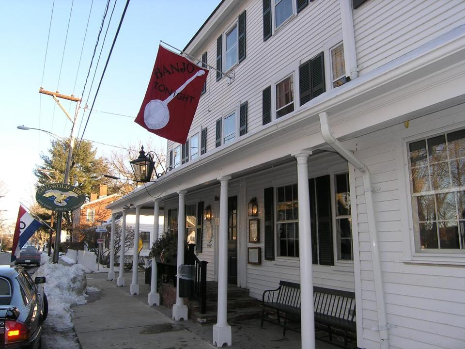 The Griswold Inn dates to 1776 and houses a dining room and a museum.