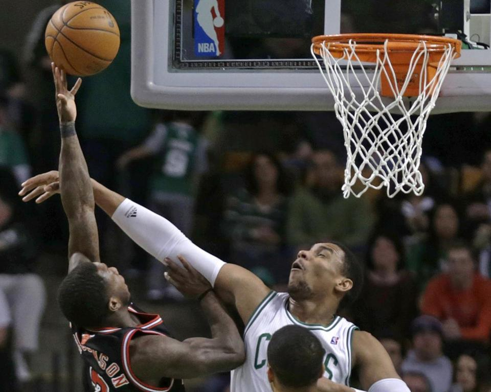 Two of the best rebounders in the NBA, Joakim Noah and Carlos Boozer, were impressed with rookie Jared Sullinger, who hauled in 15 rebounds Friday.