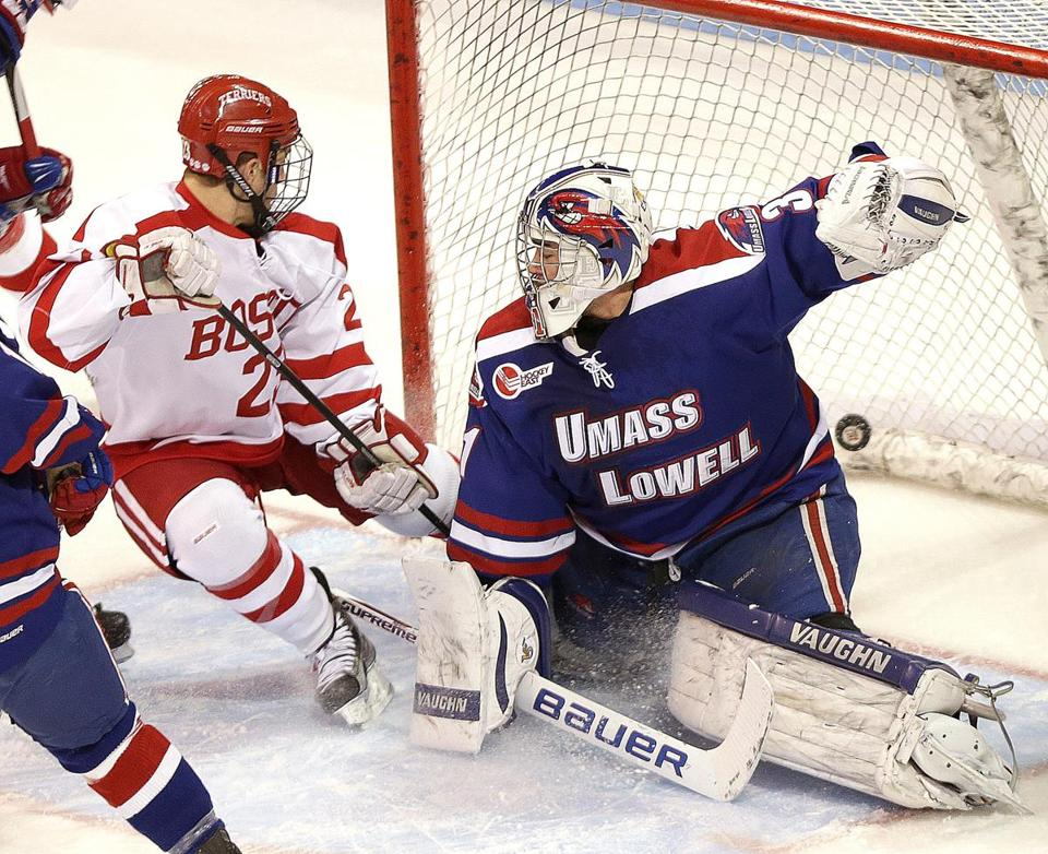 BU's Matt Lane scores on the rebound, beating goalie Doug Carr for a 1-0 lead.