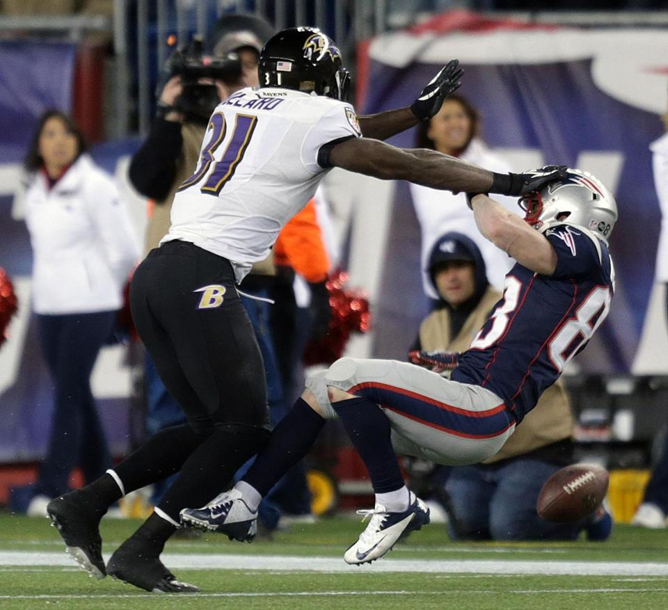 Ravens rugged safety Bernard Pollard (left) puts a lick on WesWelker, who can't hold on to the ball in the fourth.