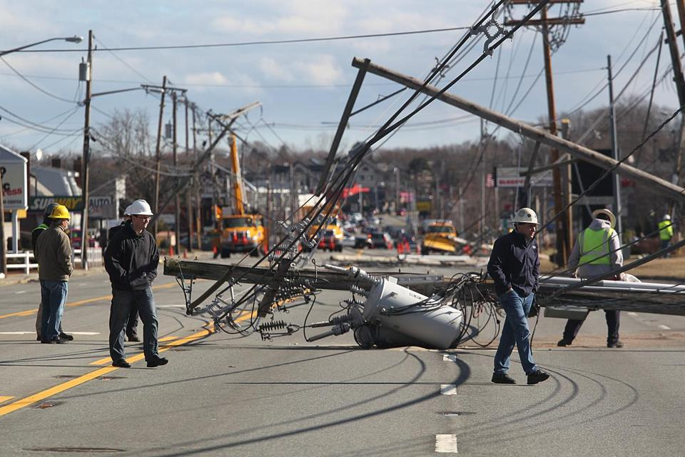 Danvers, MA., 01/31.13, Andover STreet had downed power lines, forcing business to close due to the storm. Section: Metro Suzanne Kreiter/Globe staff