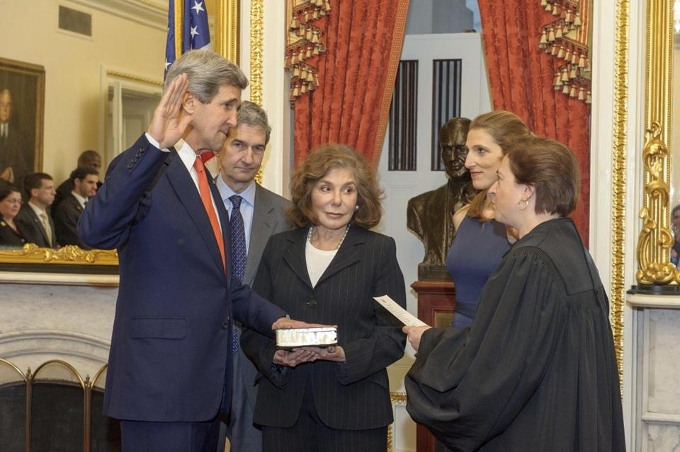 John Kerry became secretary of state as his wife, Teresa Heinz Kerry, took part. Justice Elena Kagan swore him in.