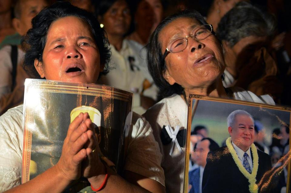 Women wept at the cremation of King Norodom Sihanouk, who had abdicated years ago, at the royal palace in Phnom Penh. Sihanouk had led his country to independence.