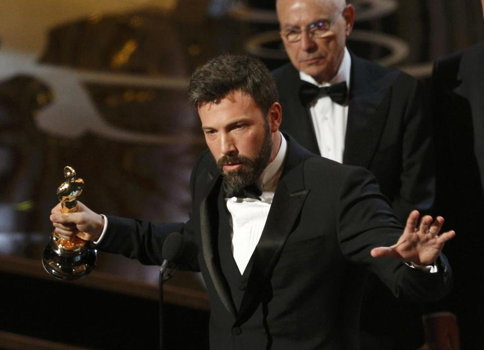 "Director and producer Ben Affleck accepts the Oscar for best picture for ""Argo"" at the 85th Academy Awards in Hollywood, California, February 24, 2013. REUTERS/Mario Anzuoni (UNITED STATES - Tags: ENTERTAINMENT) (OSCARS-SHOW)"