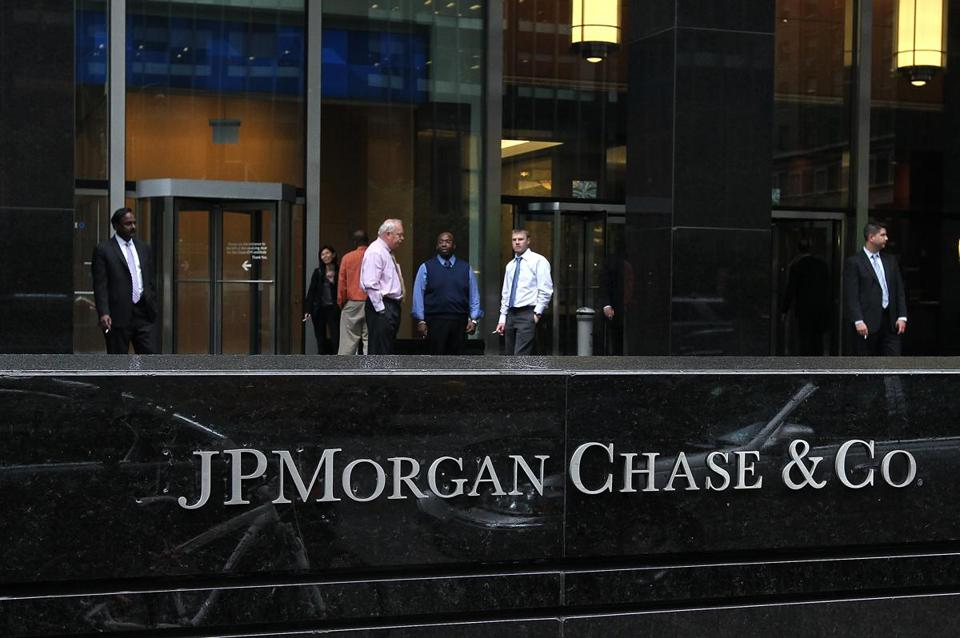 JPMorgan Chase & Co. announced on Tuesday that the company would cut 4,000 jobs this year to trim expenses.