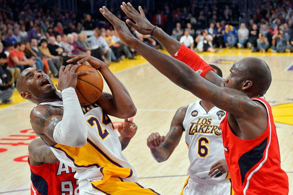 The Lakers' Kobe Bryant scored 34 points in a 99-98 win over the Hawks.