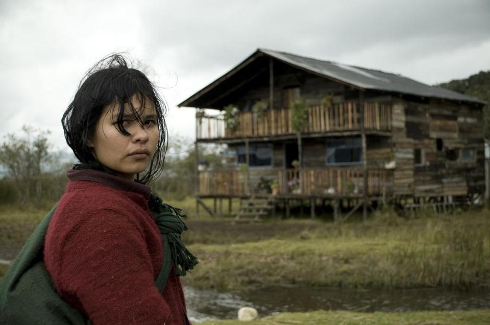 Alicia (Joghis Seudin Arias) travels to her uncle's inn after her family is killed in an attack.