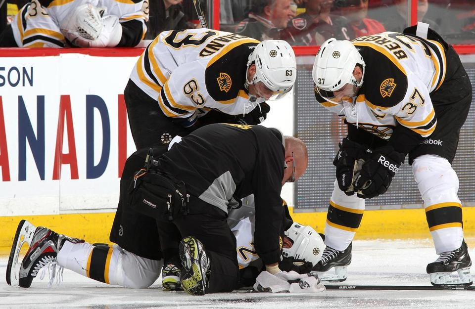 Chris Kelly broke his left tibia at 0:42 of the second period of the Bruins' 3-2 shootout win over the Senators on Monday.
