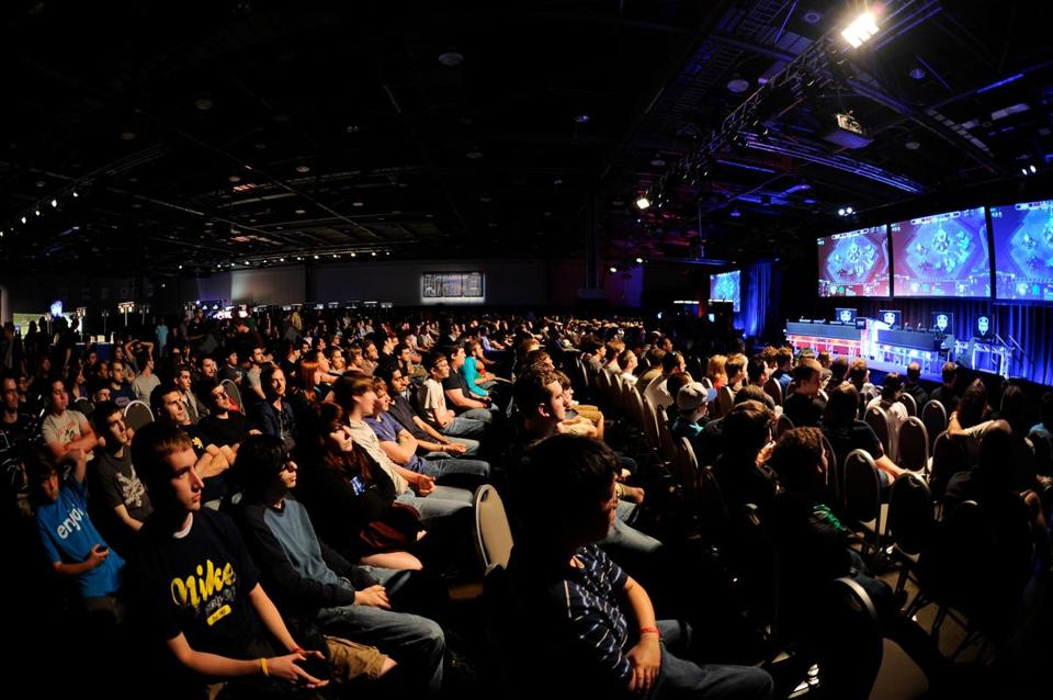 Fans of StarCraft II watched video of a battle between gamers.