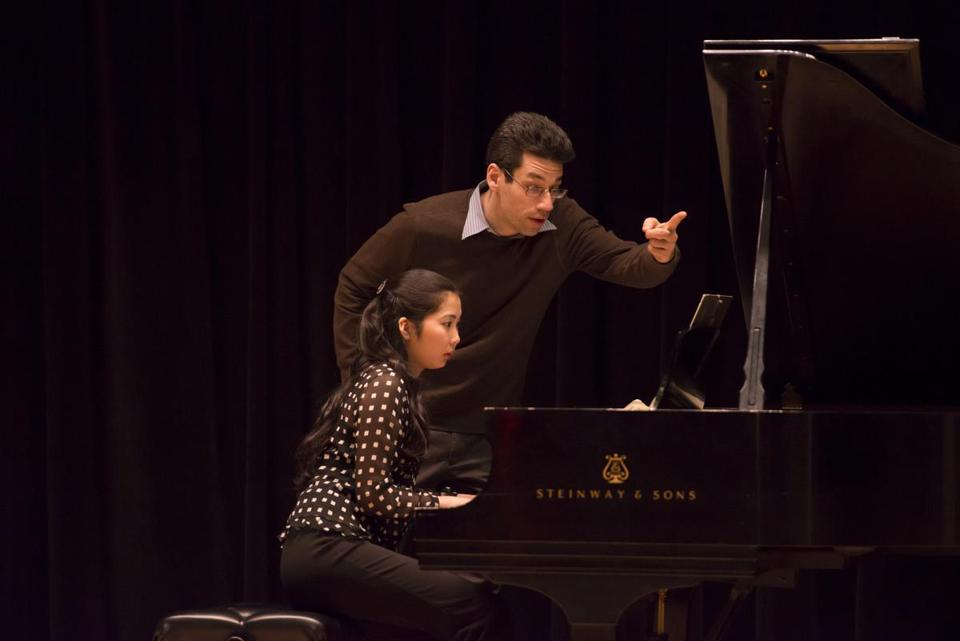 Pianist Jonathan Biss (with student Yoko Fukumura) teaches a visiting artist master class last week at New England Conservatory in Williams Hall.