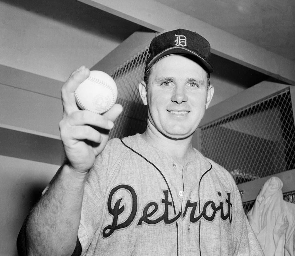 Mr. Trucks, a World Series winner in 1945, was 5-19 in 1952, the year he tossed no-hitters.