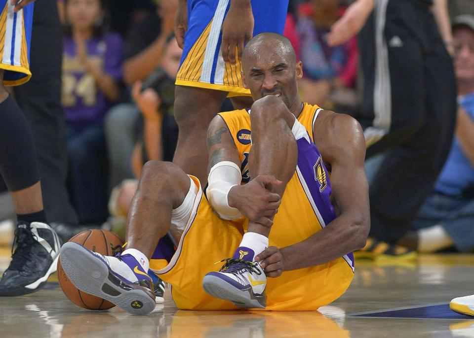 Lakers guard Kobe Bryant grimacesdafter being injured during the second half against Golden State on Friday.
