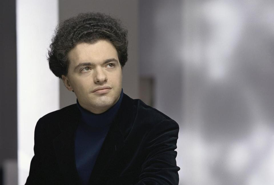 Evgeny Kissin performed works by Haydn, Beethoven, and Schubert, among others.