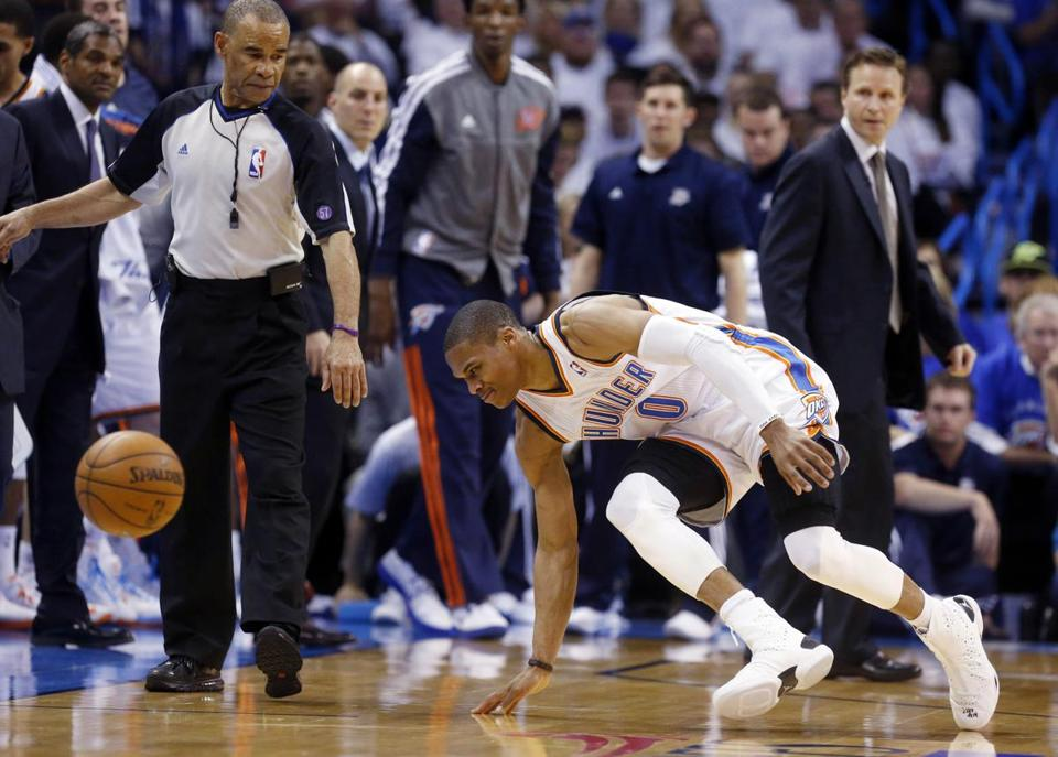 The Thunder's Russell Westbrook hurt his right knee in Game 2 Wednesday.