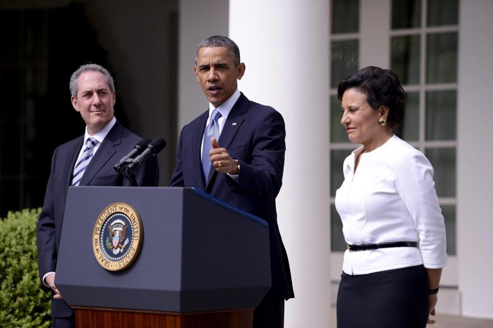 President Barack Obama, with United States Trade Representative nominee Mike Froman (left) and Secretary of Commerce nominee Penny Pritzker (right).