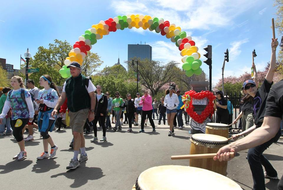 The Japanese drumming group Odaiko New England set a pace for finishers at the Walk for Hunger Sunday.