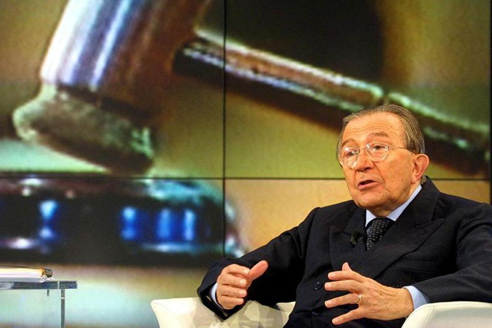Mr. Andreotti was acquitted twice in a lengthy case dubbed by the Italian press ''the trial of the century.'' Arguably among Italy's most important statesmen.