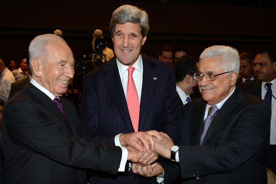 Israel's Shimon Peres (left), Secretary of State John Kerry, and Palestinian Authority's Mahmoud Abbas met Sunday.