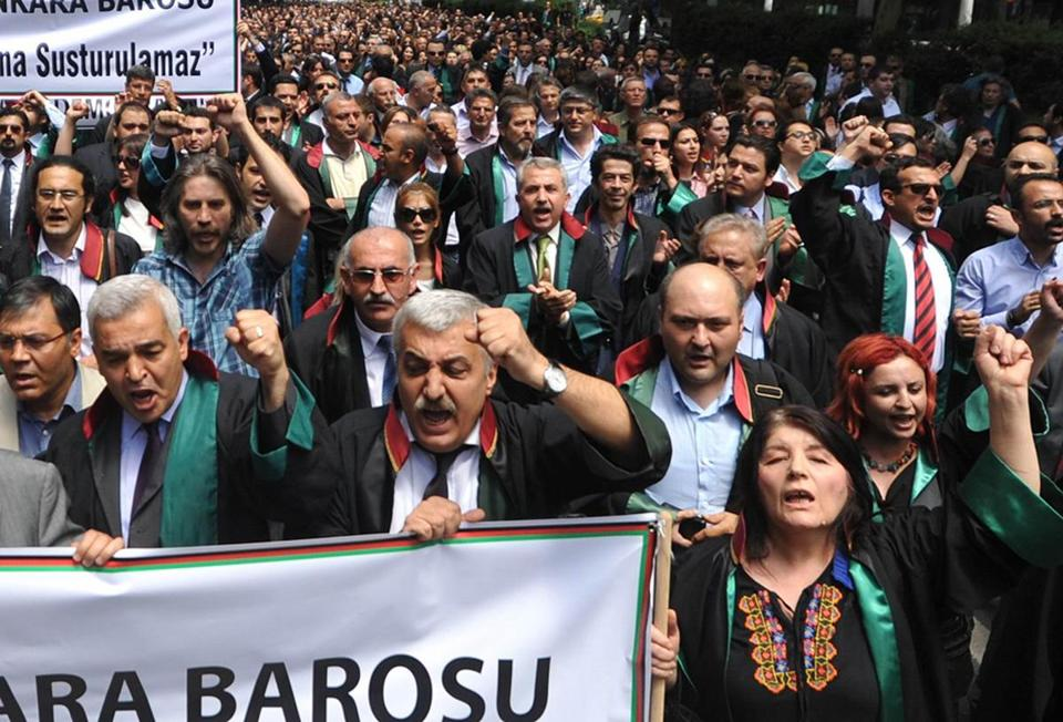 Thousands of Turkish lawyers demonstrated in Ankara on Wednesday to protest treatment of their colleagues by police.