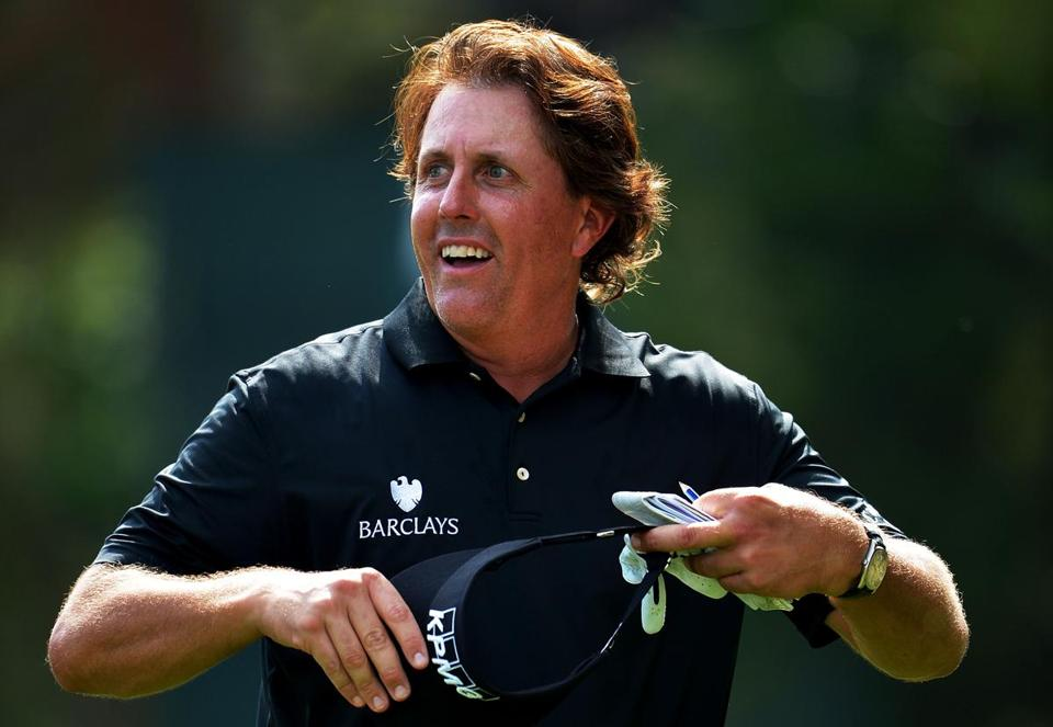 Phil Mickelson tipped his visor to the crowd after finishing the tenth hole Thursday.