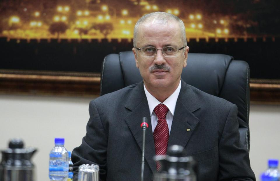Palestinian Prime Minister Rami Hamdallah has submitted his resignation after two weeks on the job.