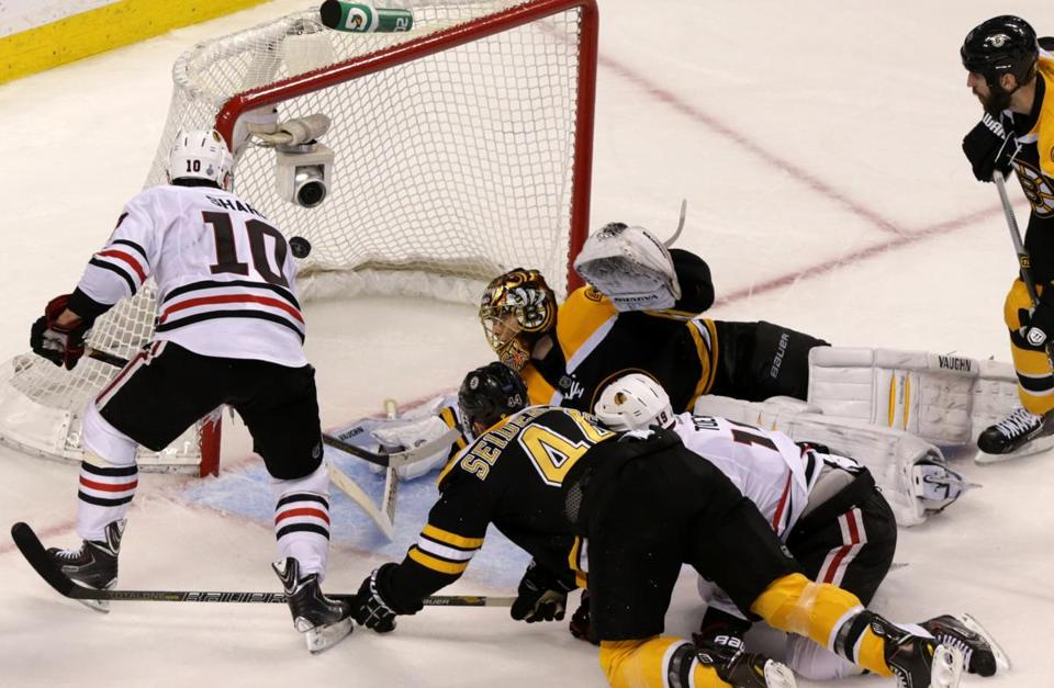 Patrick Sharp, left, scored a power play goal to give the Blackhawks a 5-4 lead in the third period.