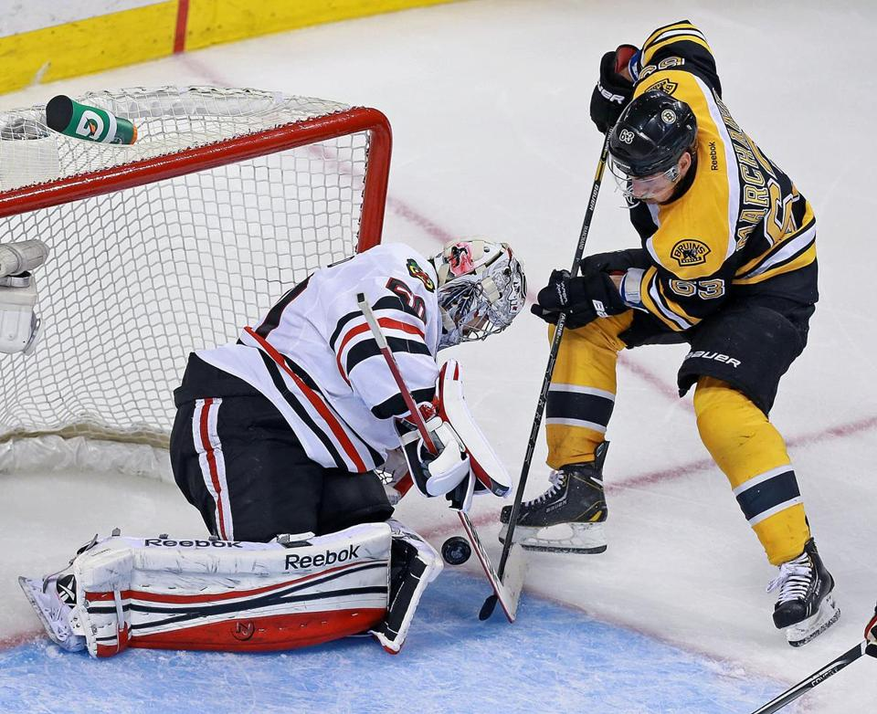The Bruinss Brad Marchand couldn't 't stuff the puck by Chicago goalie Corey Crawford.