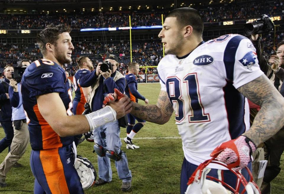 Tim Tebow and  Aaron Hernandez shook hands after the Patriots defeated the Broncos in the playoffs in 2011.