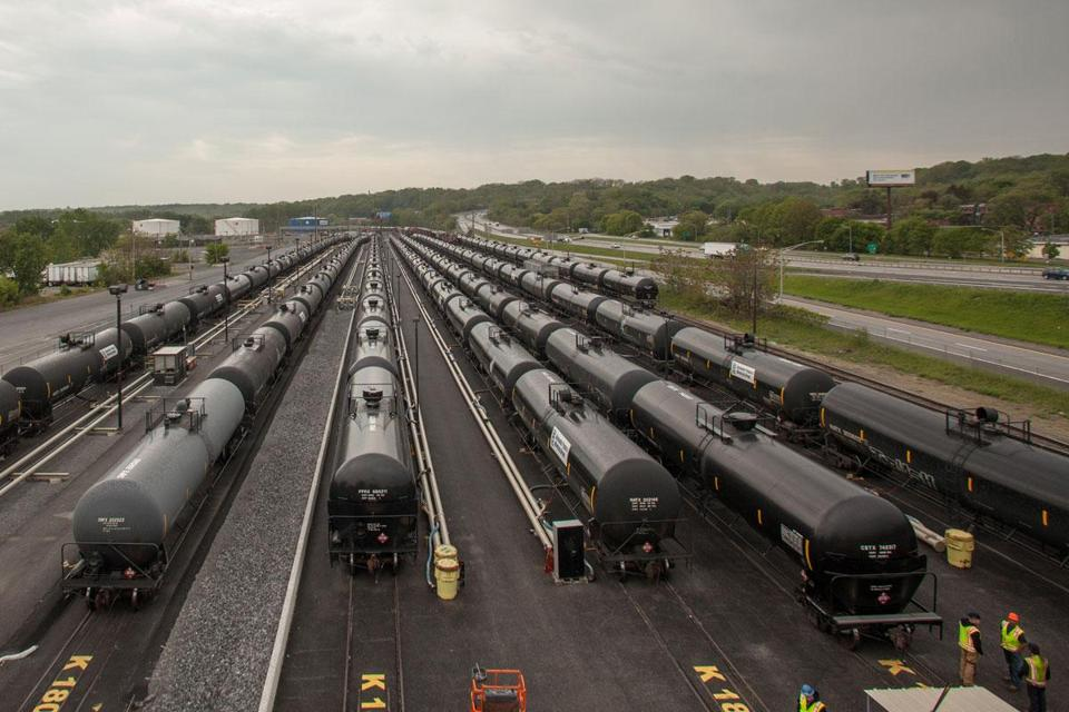 Quebec tragedy unlikely to slow oil shipments via rail (7/10/13)