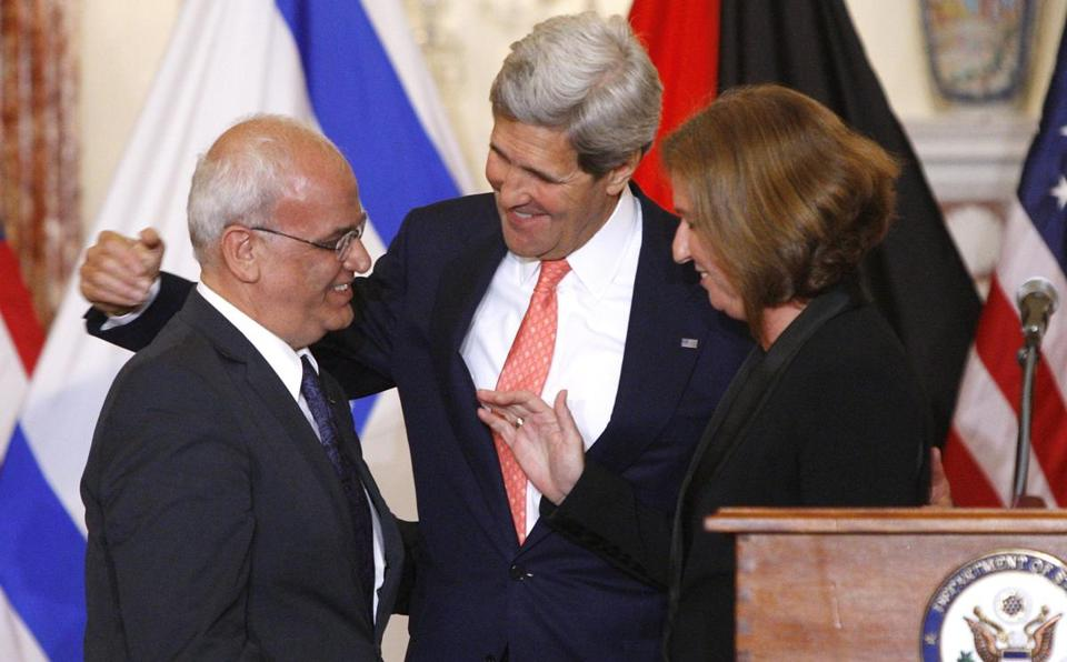 Chief Palestinian negotiator Saeb Erekat (left), Secretary of State John Kerry, and Israel's justice minister, Tzipi Livni, at a news conference at the end of talks last week in Washington.