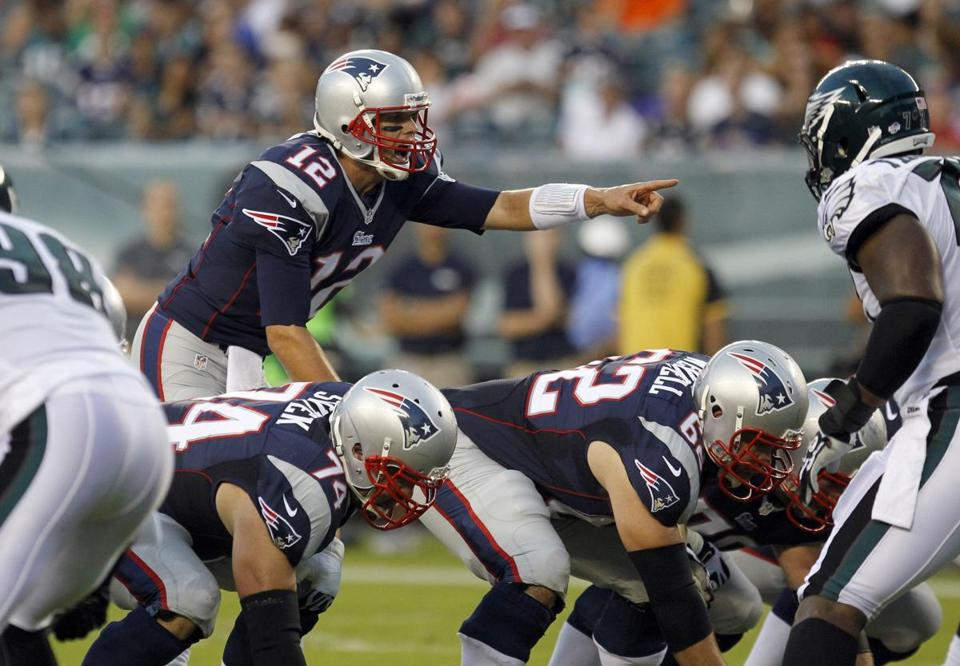 Tom Brady set the offense while playing against the Eagles.