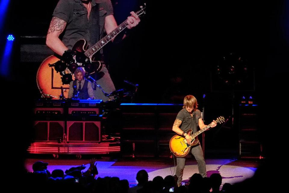 Keith Urban, backed by a four-man band, performed at Comcast Center Saturday night.