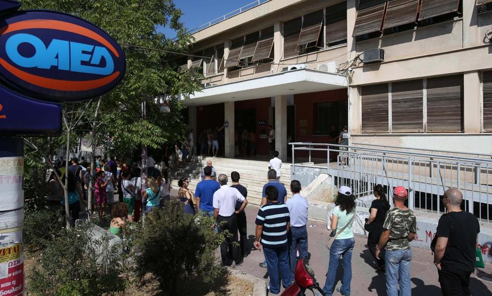 Unemployed people stood in a long line outside an office of Labor Force Employment Organization in Athens last week. Joblessness in the country reached 27.6 percent in May.