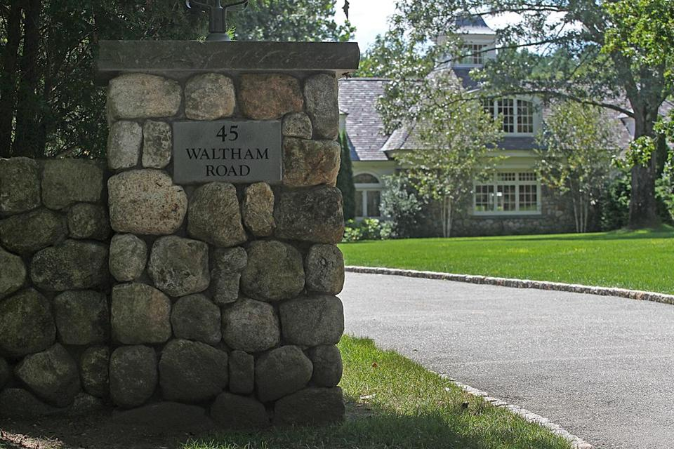 Developer Roy MacDowell Jr.'s 28-room mansion in Wayland was up for auction Friday, but bids only reached $5.6 million — short of the $8.3 million needed to satisfy a debt MacDowell owed to Suffolk Construction chief executive John Fish.