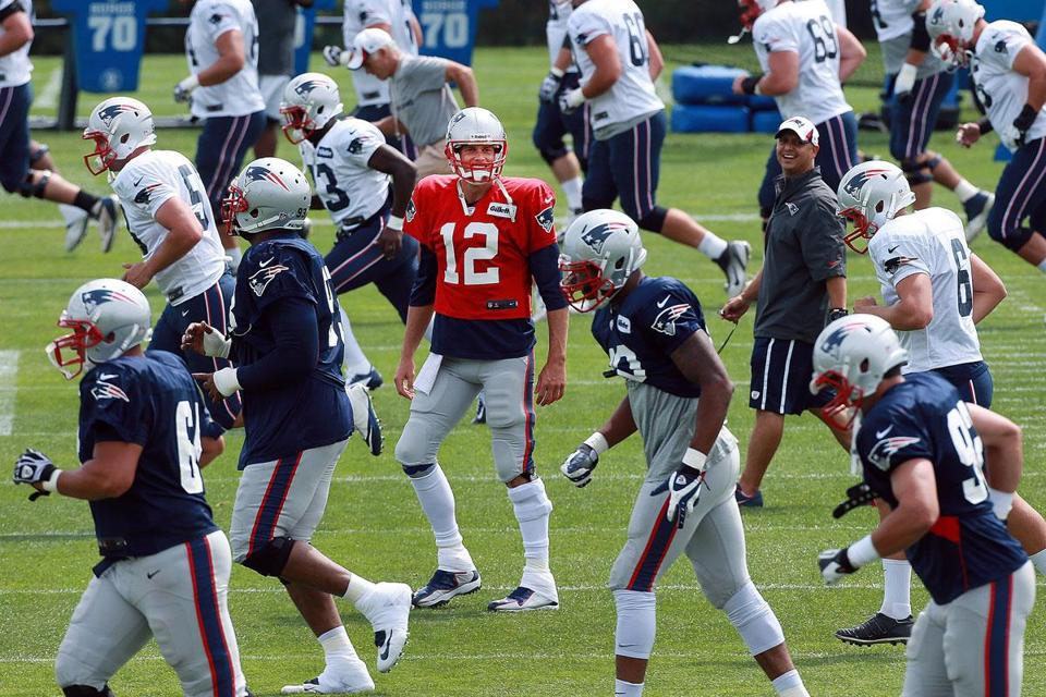 Tom Brady — and his left knee brace — stood out at practice. The Patriots QB likely will play the first half against the Lions Thursday.