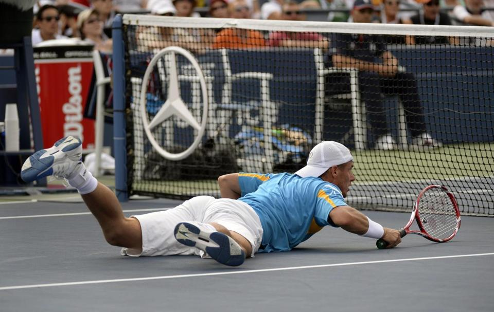 Australia's Lleyton Hewitt laid everything on the line in his fourth-round match against Mikhail Youzhny of Russia.