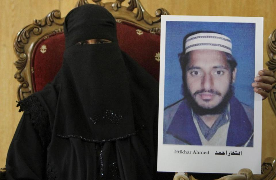 Fatima Bibi held a picture of her husband, Iftikhar Ahmed, who is being held at a prison in Afghanistan.