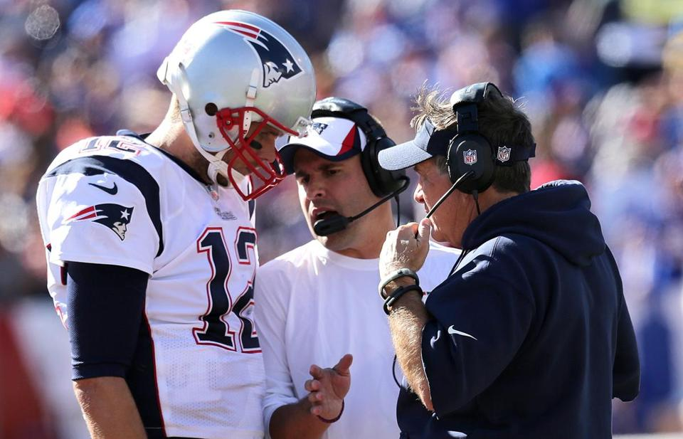 Tom Brady consulted with offensive coordinator Josh McDaniels, center, and head coach Bill Belichick during a timeout just before the Patriots' game-winning field goal Sunday.